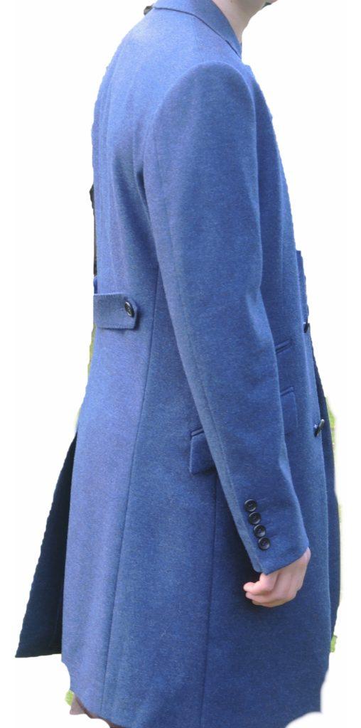 Vue de face homme en manteau sur-mesure